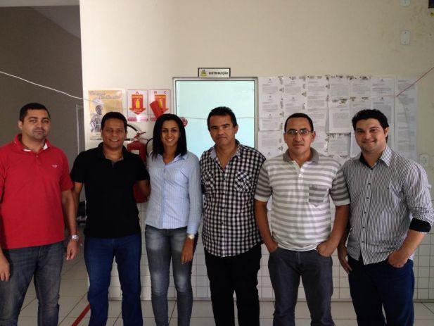 Aníbal Lins com os servidores da comarca de Rosário.