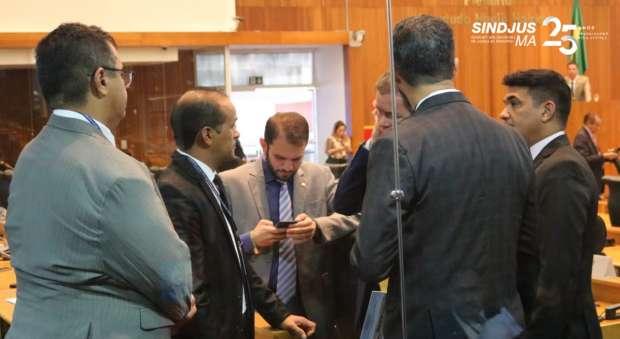 Diretoria do Sindjus-MA com os deputados Rafael Leitoa (PDT) e Wellington do Curso (PSDB)