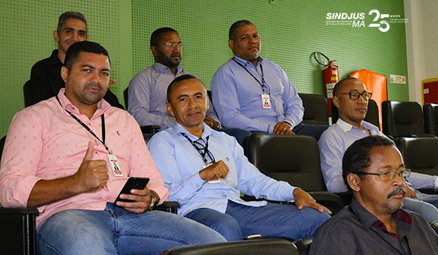 O vice-presidente do Sindjus-MA, George Ferreira, e o secretário de Esportes, Marcos Gilson, assistiram a sessão plenária da Assembleia acompanhados de servidores do judiciário