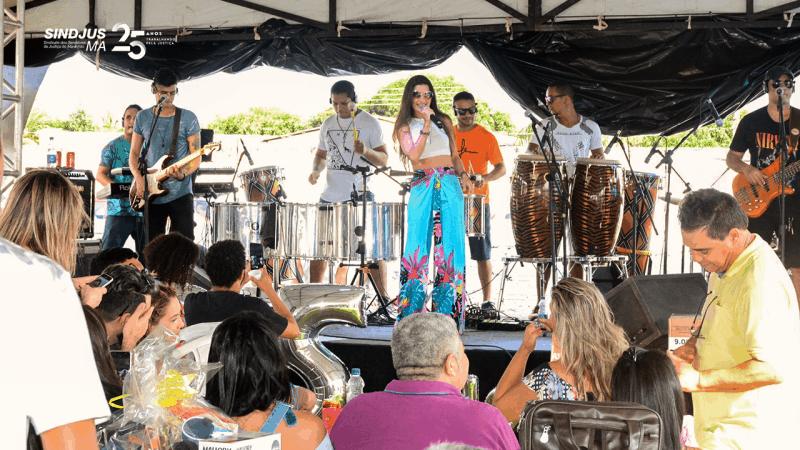 Servidores comemoram os 25 anos do Sindjus-MA ao som da banda Dr. Balada