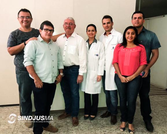 Representantes do Sindjus-MA e membros da equipe médica da Clínica Santa Rafaela