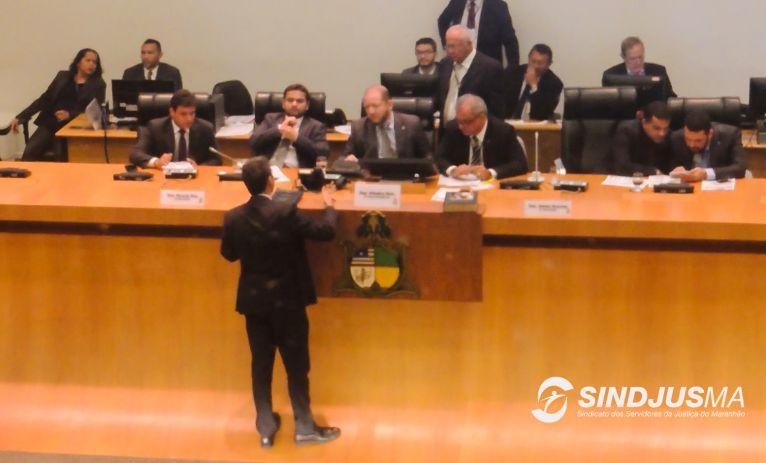 Deputado Eduardo Braide dirigiu-se à presidência da AL para solicitar que fossem informados quais deputados votaram contra o requerimento