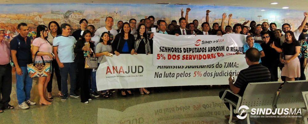 Servidores da Justiça comemoram a aprovação do reajuste de 5% na Assembleia Legislativa