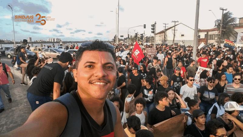 Ednesio Silva na manifestação em São Luís