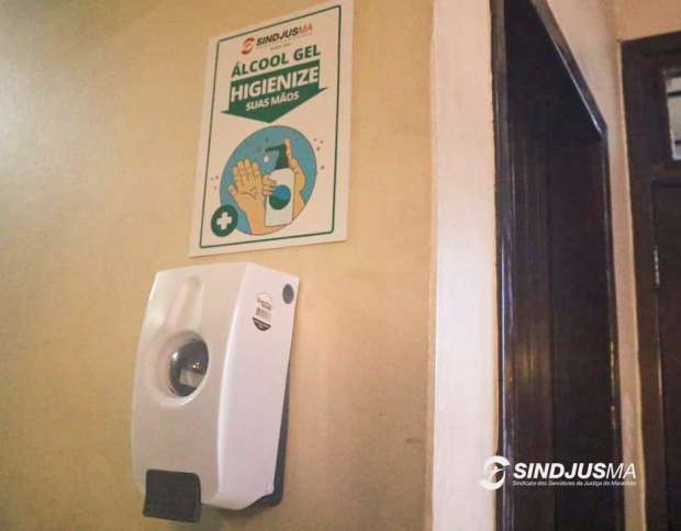 Dispensers de álcool gel foram instalados