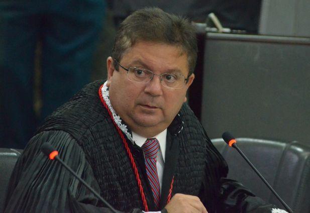Desembargador Jamil Gedeon, revisor e autor do voto vencedor no julgamento da Ação Rescisória 36.586/2014, que visa retirar os 21,7% dos servidores do TJMA.