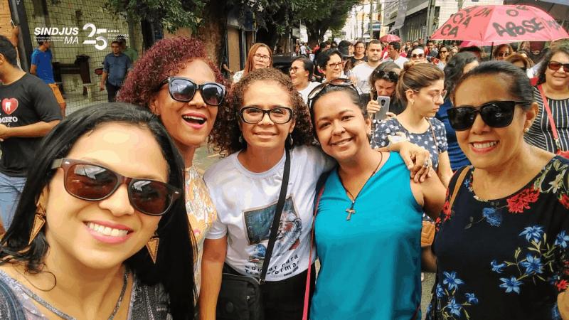 Leonice Medeiros (1ª à esquerda)