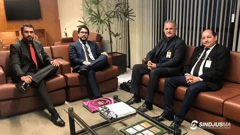 O secretário-geral do Sindjus-MA, Márcio Luís Andrade; o juiz Daniel Carnio Costa, (à esquerda), e os diretores da Federação Fesojus, João Batista Fernandes e Luiz Arthur Sousa (à direita)