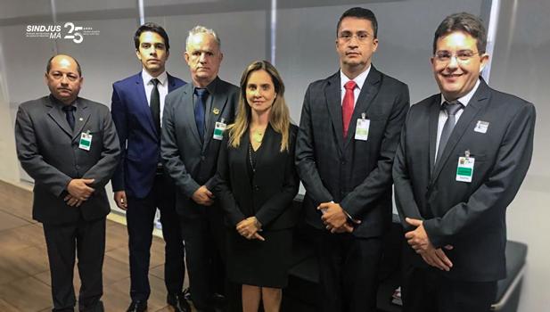 O secretário-geral do Sindjus-MA, Márcio Luís Andrade, acompanhado de advogado do escritório Cezar Britto e de dirigentes da Federação dos Oficiais de Justiça, se reuniu com a conselheira Candice