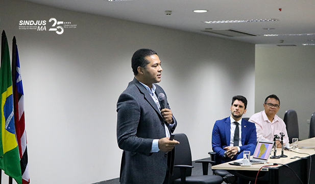 O analista judiciário Ville Caribas Medeiros abriu o evento apresentando o estudo de caso 'Construindo um Ambiente de Desenvolvimento para a Inteligência Artificial'