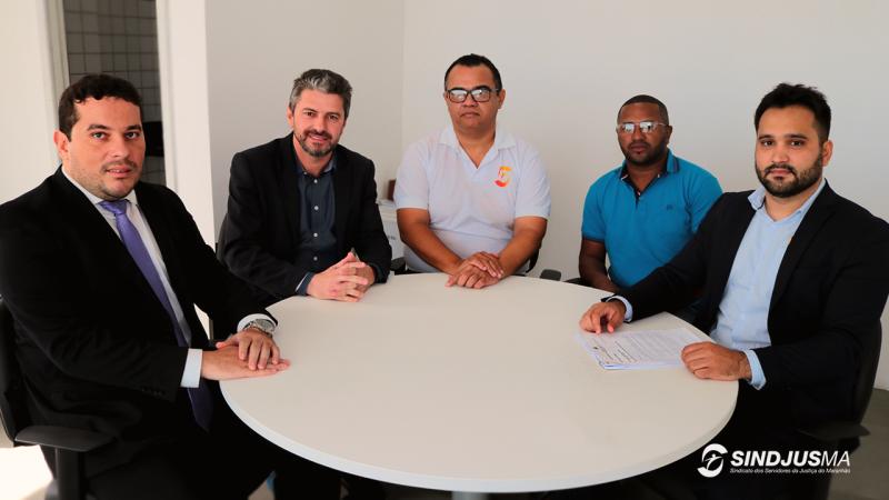 Chefe de gabinete (IPREV), Danilo Gaioso; presidente do IPREV, Joel Benin; presidente do Sindjus-MA, Aníbal Lins; vice-presidente do Sindjus-MA, George Ferreira; e o diretor do FEPA, José Aderaldo N. Neto