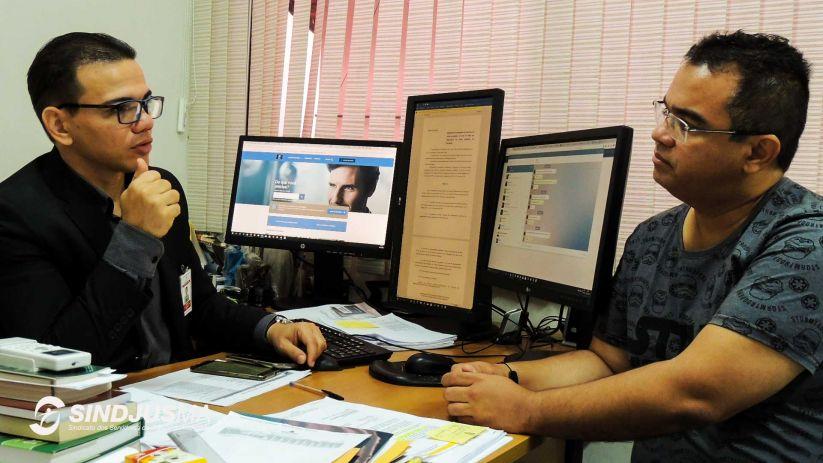 A esquerda o diretor financeiro do TJMA, Amudsen Bonifácio, e o presidente do Sindjus-MA, Aníbal Lins