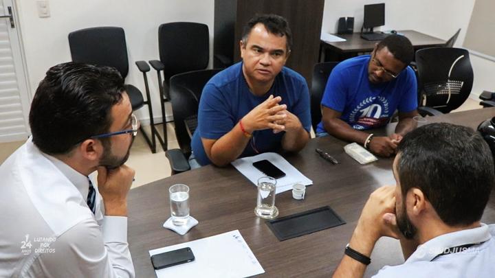 Diretoria do Sindjus-MA em reunião com o presidente da AMMA, juiz Ângelo Santos (o primeiro da esquerda para a direita)