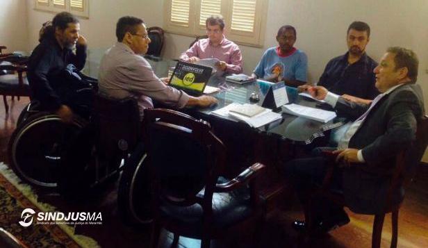Reunião com o desembargador Cleones Cunha em 2016, quando o Sindjus-MA propôs a criação da Comissão Permanente de Acessibilidade
