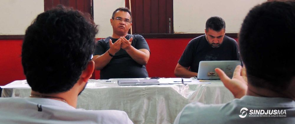 Presidente do Sindjus-MA, Aníbal Lins, ao lado do secretário-geral do Sindicato, Márcio Luís Andrade Souza