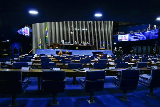 Senadores votaram pela aprovação do projeto que muda as regras da Previdência. PEC exige votação em dois turnos
