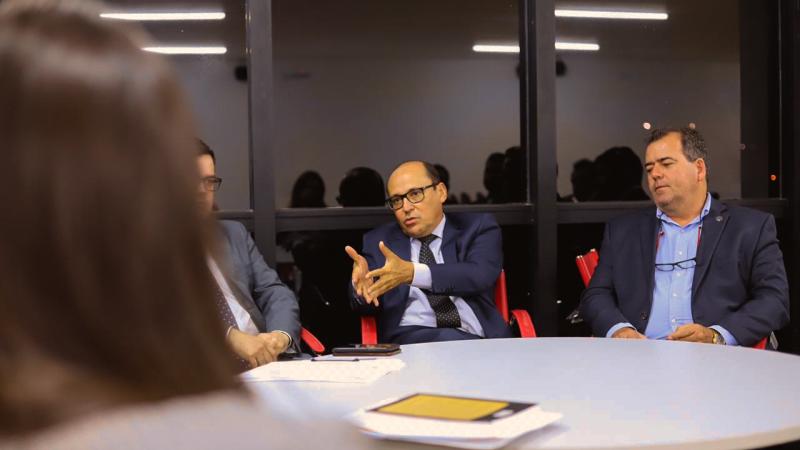 Advogado Pedro Duailibe Mascarenhas (ao centro)