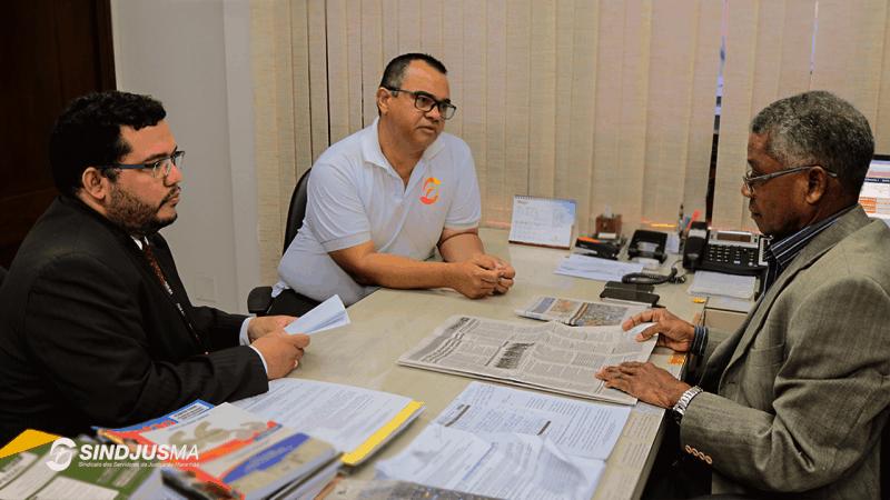 O advogado Nathan Chaves, e o presidente do Sindjus-MA, Aníbal Lins, foram recebidos pelo des. José Bernardo Silva Rodrigues, para tratar de MS que pede o imediato cumprimento da cota de 35%