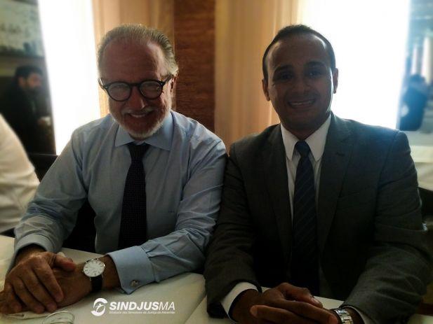 O tesoureiro do Sindjus-MA, Fagner Damasceno, com o advogado Luiz Wambier, em 2015
