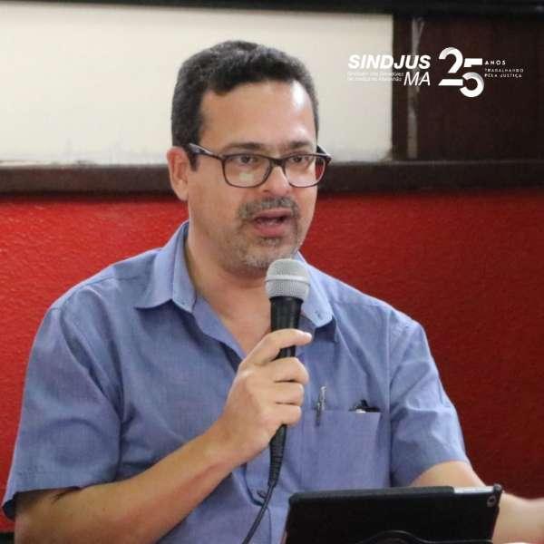 Lyndon Santos, professor e historiador